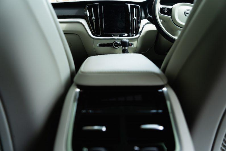 【Volvo New V60】インテリアの色は何がいい?-ブロンド(ホワイト)編-