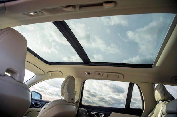 【圧倒的サイズ感】Volvo New V60 のサンルーフがあると車内がこんなに変わる!