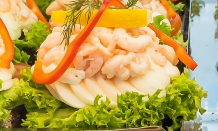 【スウェーデン料理】小エビのオープンサンド(サンドウィッチ)や魔女の宅急便に出てきそうなパイを空港で喰らってみては!?