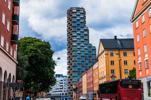 【北欧建築】ストックホルムで最も奇妙なタワマンはインスタ映えしまくるカロリンスカのライバル?