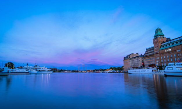 【極上の夕日】Nybroviken(small bay)沿いでストックホルムの港散歩を満喫!