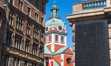 ストックホルムの街中に突如現れるロシアっぽい教会