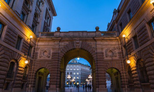 スウェーデンストックホルムにある国会議事堂が要塞過ぎる!